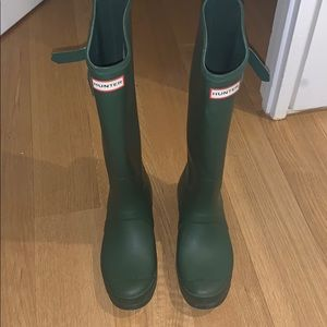 Hunter rainboots in army green